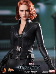 black-widow-figurine-hot-toys-3-225x300