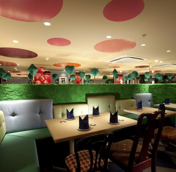 Alice-in-Wonderland-Restaurant-D-640x627