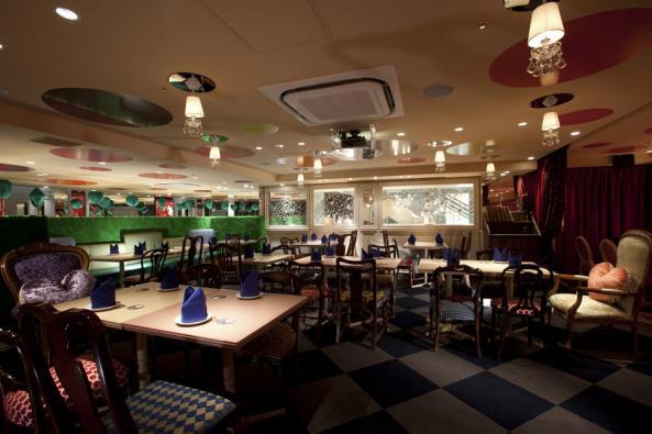 Alice-in-Wonderland-Restaurant-E