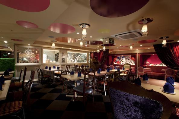 Alice-in-Wonderland-Restaurant-F