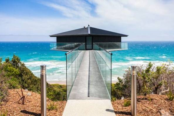 Stunning-Elevated-Beach-Pole-Home-in-Australia-2
