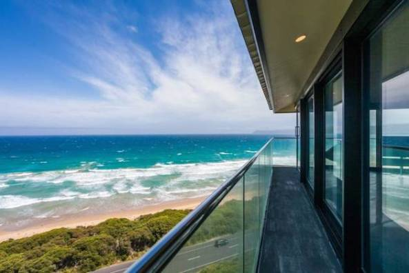 Stunning-Elevated-Beach-Pole-Home-in-Australia-9