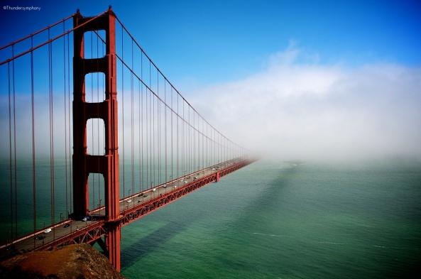 Le Golden Gate disparaît sous le brouillard …