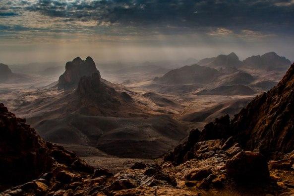 Le Massif du Hoggar par Brigitte Djajasasmita